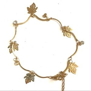 3/$8🎉 Gold leafs and rhinestone charms bracelet
